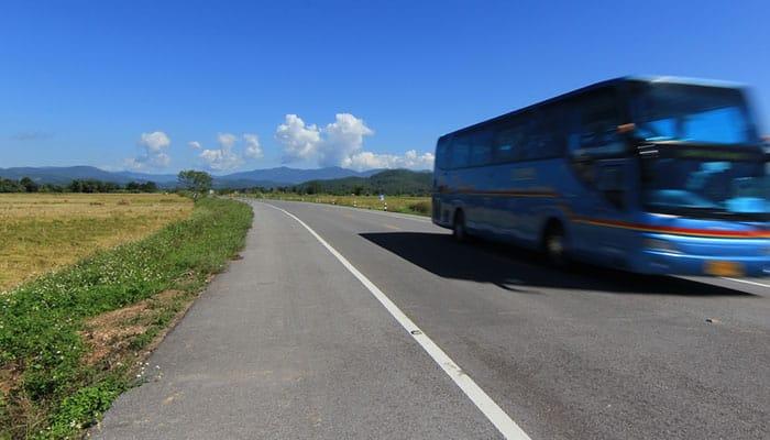 Öffentlicher Bus von Bangkok nach Ayutthaya