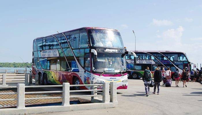 Autobús desde la estación de tren hasta Surat Thani