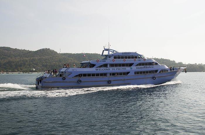Ferry entre Phuket y Krabi con parada en Phi Phi