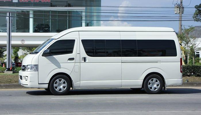 Vehículo de Toyota comúnmente utilizado como minibús/furgoneta en Tailandia