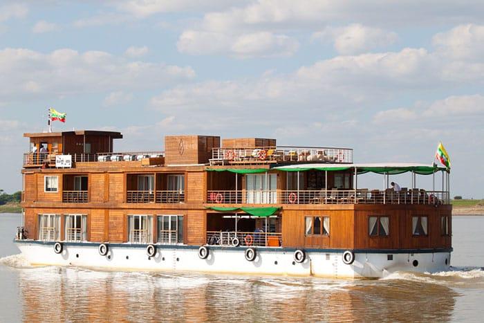 Crucero en el río Irawaddy en la ruta de Bagan a Mandalay