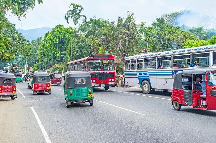 En coche o taxi de Colombo a Kandy