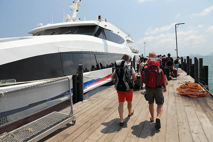 De Koh Phangan a Bangkok en ferry, autobús y avión