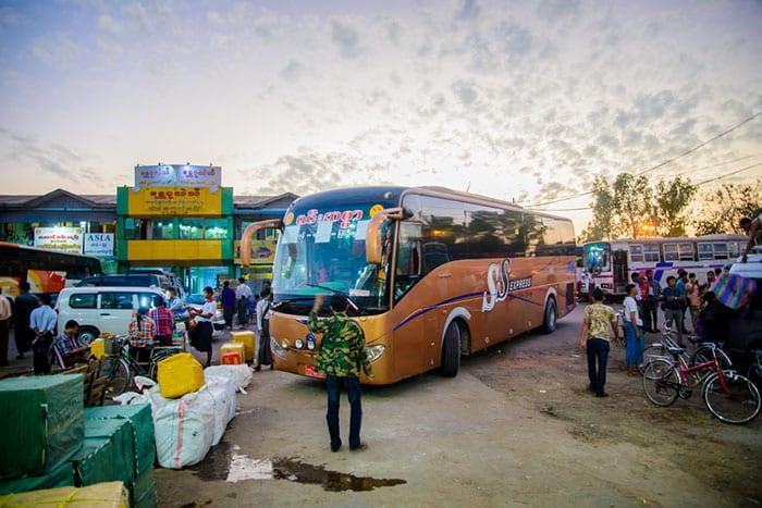 De Rangún a Bagan en autobús