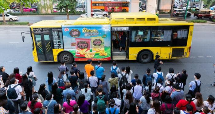 Servicio de autobús público en Tailandia