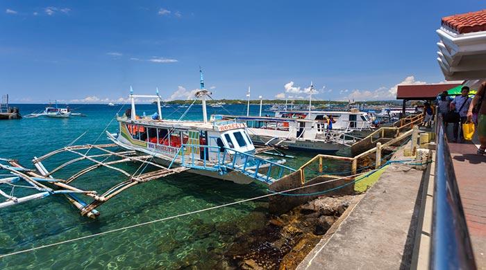 De Kalibo a Boracay en furgoneta, ferry y taxi
